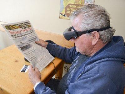 AR-шлем eSight 3 позволяет людям с плохим зрением хорошо видеть